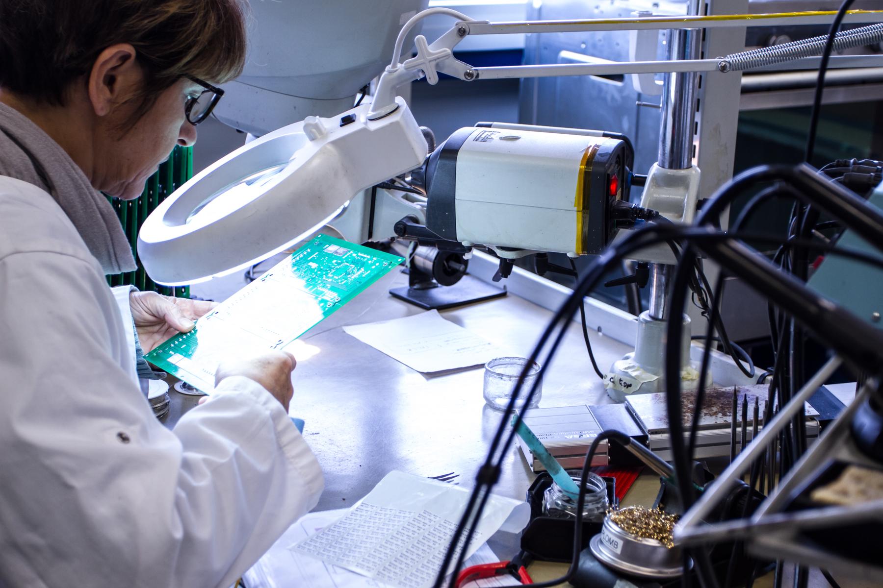 Fabrication d'ensembles électroniques 32