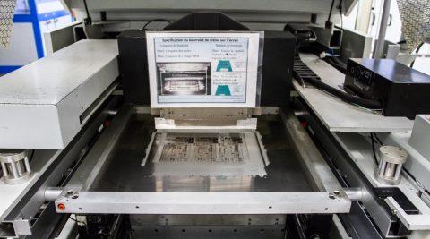 Sérigraphie automatique avec contrôle 2D